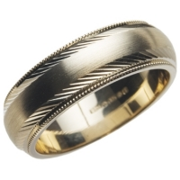 Yellow gold wedding ring with decorative finish